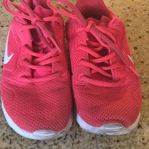 Nike Shoes - Nike Tanjun Girls